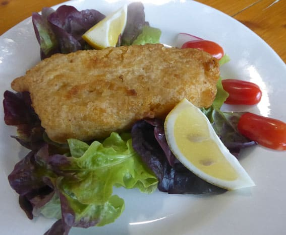 Photographie d'un plat traiteur de Boucherie Thierry : Cabillaud façon fish and chips